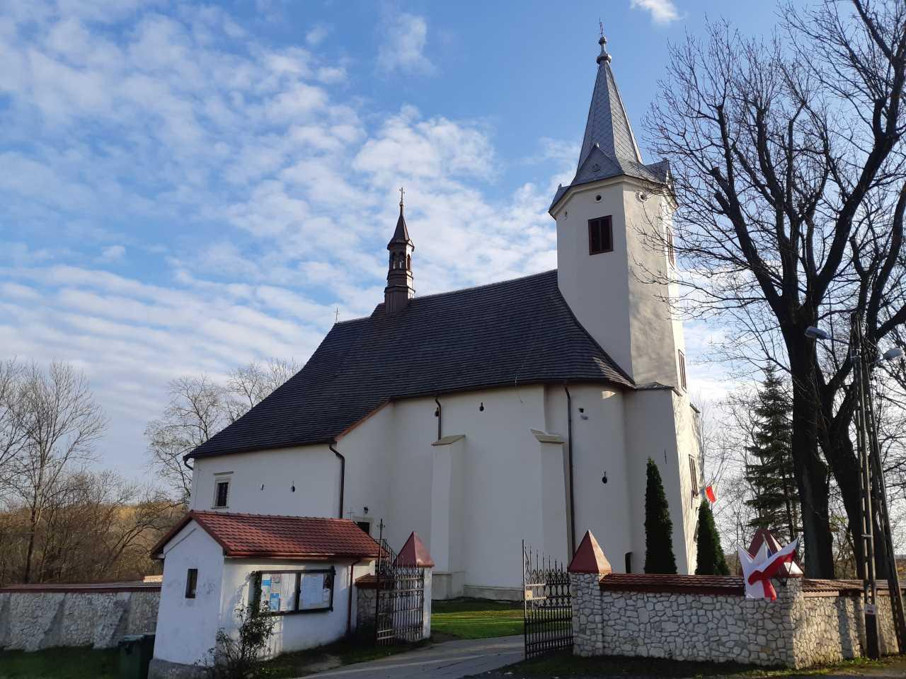 Zamek Korzkiew - Atrakcje - Kościół Narodzenia św. Jana Chrzciciela z XVII w.